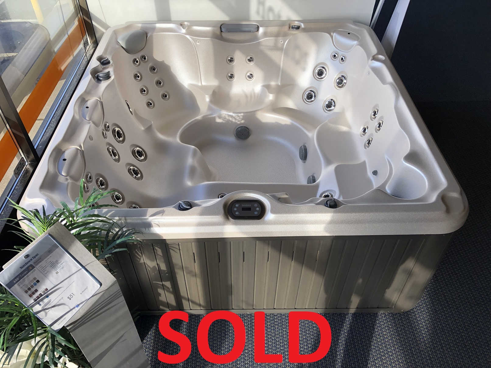 Sundance Spas 680 Series Ramona 6 person hot tub spa whirlpool jacuzzi lounger hot tubs spas near me St. Catharines Ontario