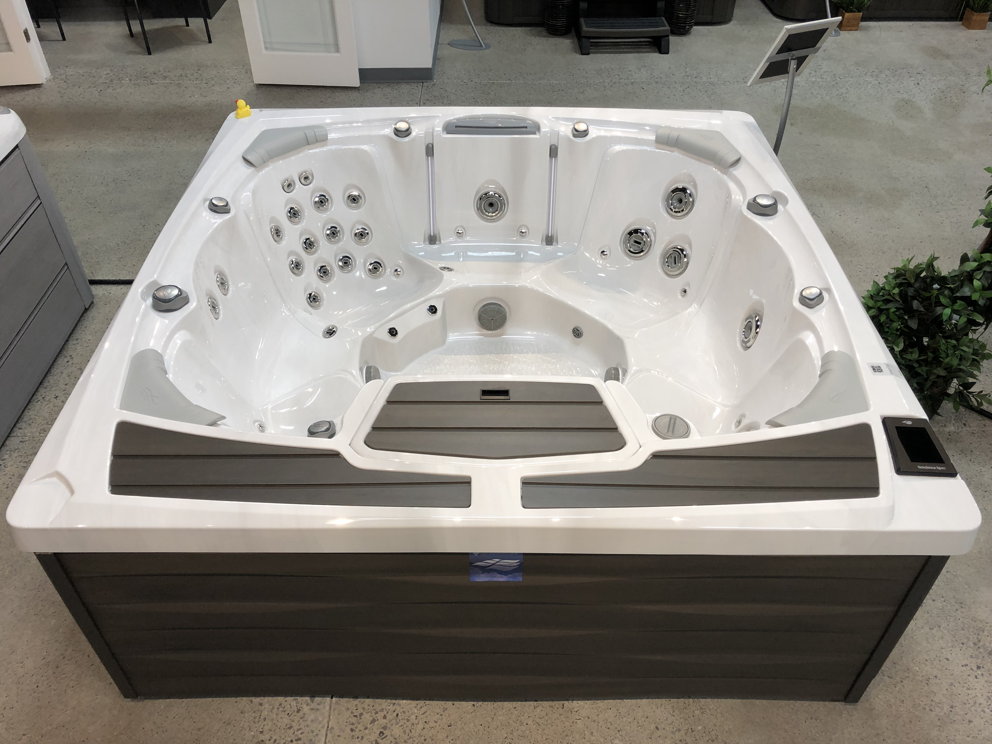 Sundance Spas 980 Series Odessa 7 person hot tub spa jacuzzi whirlpool Hamilton Ontario